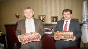 Yozgat'ta unutulan çeyiz sandıkları hediyelik eşya olarak üretiliyor