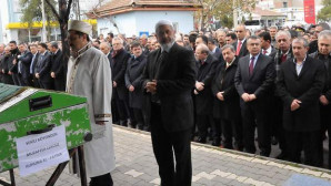 Emniyet Genel Müdürü Lekesiz'in babası toprağa verildi