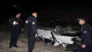İki otomobil 60 metrelik uçuruma yuvarlandı:2'si ağır 6 kişi yaralandı