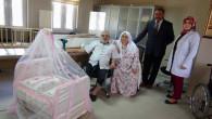 Huzurevinde kalan yaşlı çift torunlarına sallanan beşik yaptı