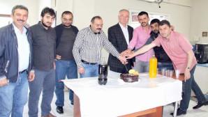 Yeniufuk Gazetesi 20. Yaşını pasta keserek kutladı