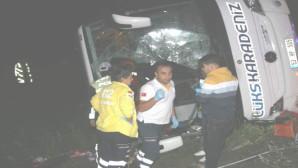 Yozgat'ta otobüs şarampole devrildi: 3 ölü,30 yaralı