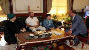 Cumhurbaşkanı Erdoğan'ın bahsettiği çocuk Vali Yurtnaç'ı ziyaret etti