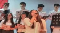 Atatürk'ün sevdiği şarkıları seslendiren lise öğrencisi büyük beğeni topladı