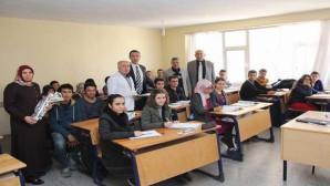 Başkan Açıkel'den öğretmenlere karanfil