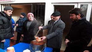 Vali Yurtnaç'tan pazarcı esnafına çorba ikramı