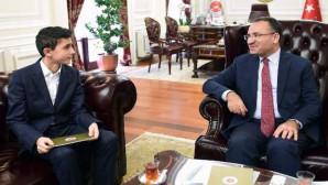 Adalet Bakanı Bozdağ, TEOG birincisini makamında ağırladı