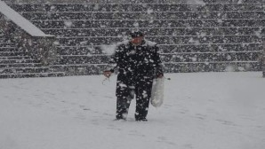Yozgat'ta sabah başlayan kar kenti beyaza bürüdü