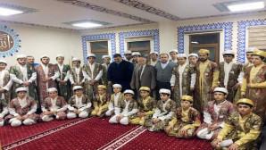 Hayırsever işadamı Şahin'den öğrencilere giysi yardımı
