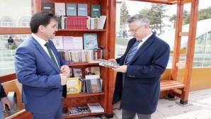 Yozgat Belediyesi sokak kütüphanesi kurdu