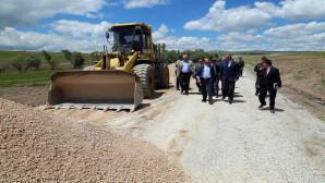 Vali Yurtnaç: Bütün köy yollarımızı sıcak asfaltla buluşturacağız