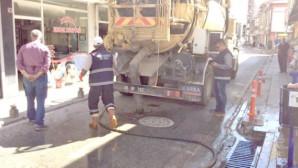 Temizlik işçileri: Mazgalların tıkanmasına vatandaşlarımız sebep oluyor