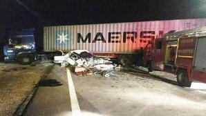 Otomobil TIR'la çarpıştı: 2 kişi öldü