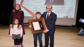 Şehit ailelerine devlet övünç madalyaları törenle verildi