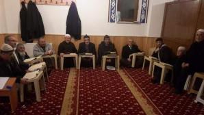 Vatandaşlar, akşam ve yatsı namazı arasında Kur'an öğreniyor