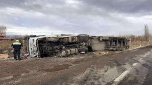 Sorgun'da Kamyonet ve TIR devrildi :2 kazada 4 kişi yaralandı