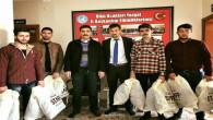 Yozgat Ülkü Ocakları topladıkları yardımları öğrencilere dağıttı