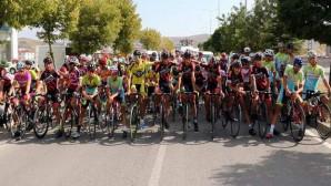 Yüzlerce sporcu Türkiye Şampiyonası Yol Yarışlarında pedal çevirdi