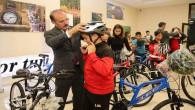 Okul Destek Projesinden yararlanan çocuklara bisiklet hediye edildi