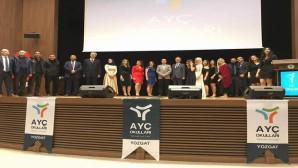 AYÇ Okulları düzenlenen törenle yılın EN'lerini ödüllendirdi