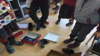 Öğrencilere kışlık ayakkabı yardımı