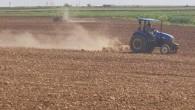 Çiftçiler tarlalarının ekimi için hazırlıklara başladı