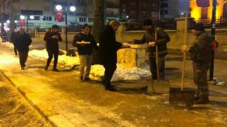 Başkan Köse, kar temizleme çalışması yapan işçileri ziyaret etti