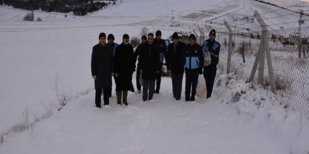 Sorgun Belediyesi yaban hayvanları için doğaya yiyecek bıraktı