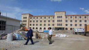Yazıcı: Yapımı devam eden okul inşaatlarında incelemelerde bulundu