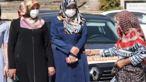Dilenci kadın hasılatı sağlık çalışanlarından topladı