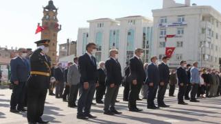 Cumhuriyet Bayramı Atatürk Anıtına çelenk sunumu ile başladı