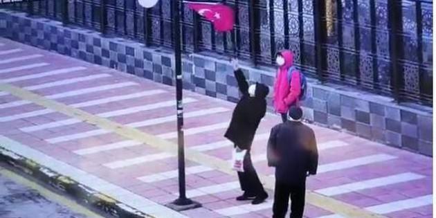 Yaşlı adamın bayrak sevgisi