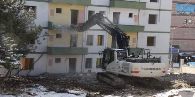 Millet Bahçesi için binaların yıkımına başlandı
