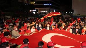 Vatandaşlar 15 Temmuz'da Cumhuriyet Meydanını doldurdu