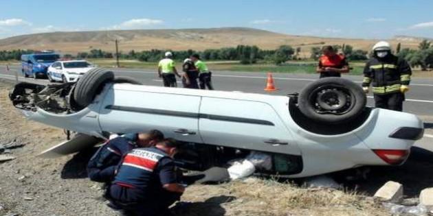 Otomobil şarampole devrildi: 2 kişi yaralandı