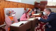 Vali Polat, Kur'an kursuna giden minikleri ziyaret etti