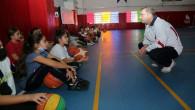 Vali Polat, çocukların antrenmanına katıldı