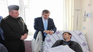 Vali Yazıcı, yaralı askerleri hastanede ziyaret etti