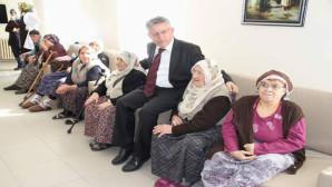 Yozgat Belediye Başkanı Kazım Arslan, huzur evinde yaşlıları ziyaret etti