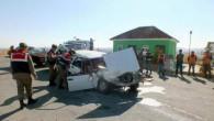 Yol kontrolü yapan trafik ekibine otomobil çarptı