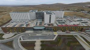 Kurca: İstikrar olmasaydı bu hastaneler yapılamazdı