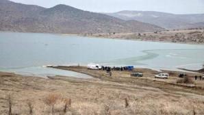 Buz tutan gölette balık tutarken buzun kırılması sonucu boğuldu