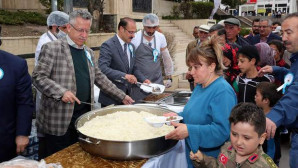 Yozgat'ta vatandaşlara vakıf yemeği dağıtıldı