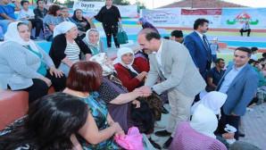Vali Yurtnaç, protokol yerine vatandaşlar arasında şenliği izledi
