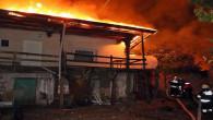 Tandırda çıkan yangın köydeki 3 evi kullanılamaz hale getirdi