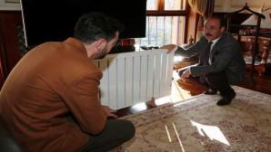 Vali Yurtnaç, Isınmada yüzde 70 tasarruf sağlayan sistem geliştiren mucidi kabul etti