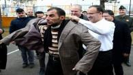 Başbakan Yardımcısı Bekir Bozdağ'ın ceketini giydi