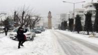 Kar ve tipi nedeniyle 103 köy yolu ulaşıma kapandı