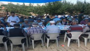 Hacı adayı köy sakinlerine Hac yemeği verdi