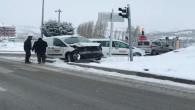 Kar yağışı ve buzlanma beraberinde kazalara neden oldu